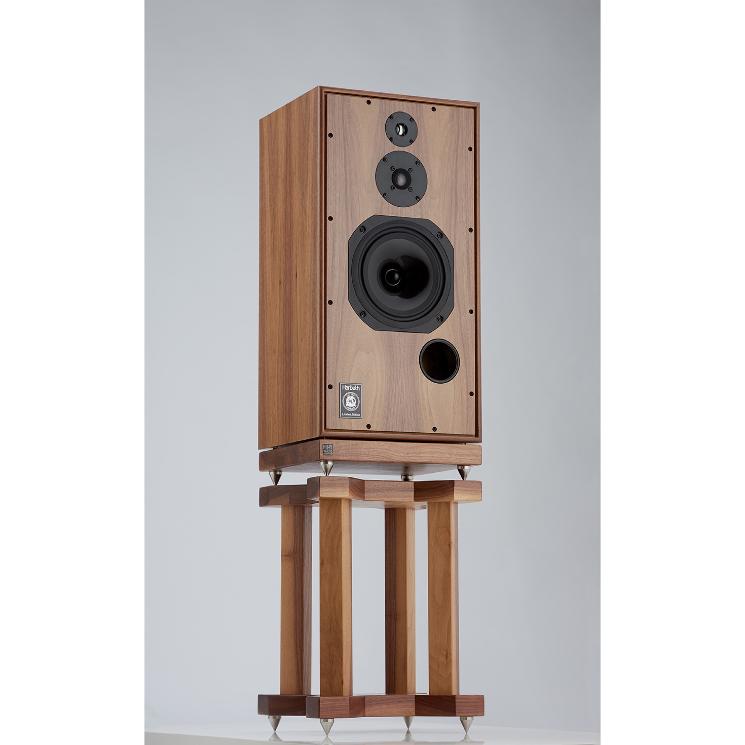 Cajas para Leben cs 600. Harbeth_shl5plus_40th_anniversary_walnut_veneer_hifi_news_jan_2017_stands