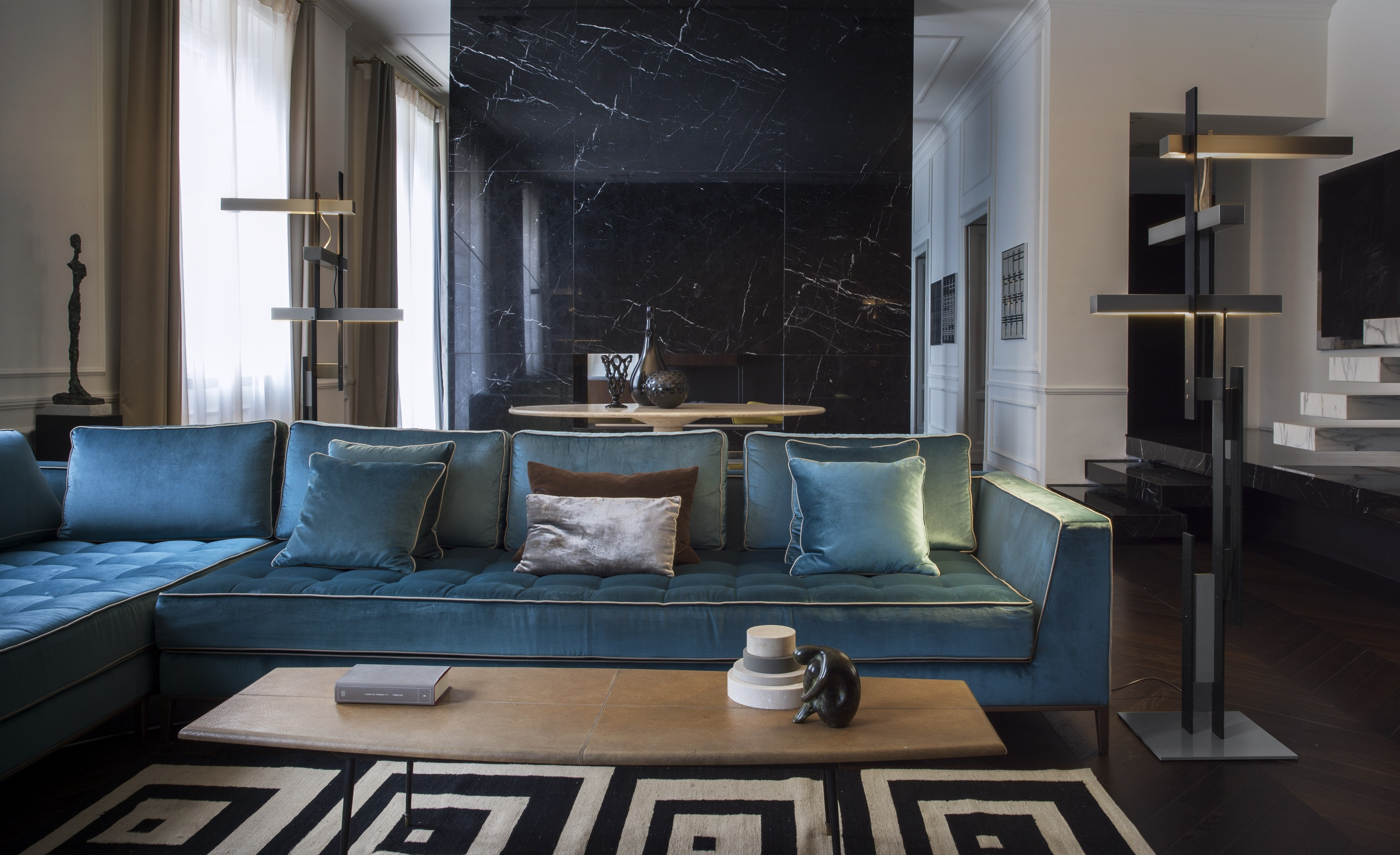 oluce las 376 wide screen audio. Black Bedroom Furniture Sets. Home Design Ideas